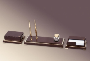 GOLD AND LEATHER TABLE SET - ARTY MASTER