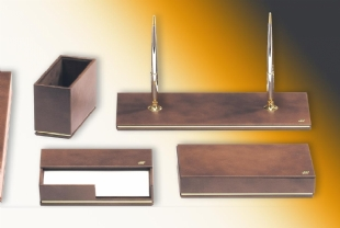 DIPLOMATE Leather Desk Set