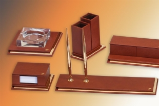 MASTER Exclusive Gold Deskset