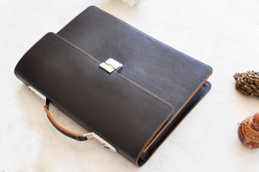 21116 - LEATHER BRIEFCASE- bROWN
