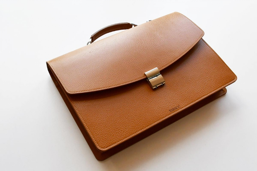 21213 - LEATHER BRIEFCASE - CAMEL