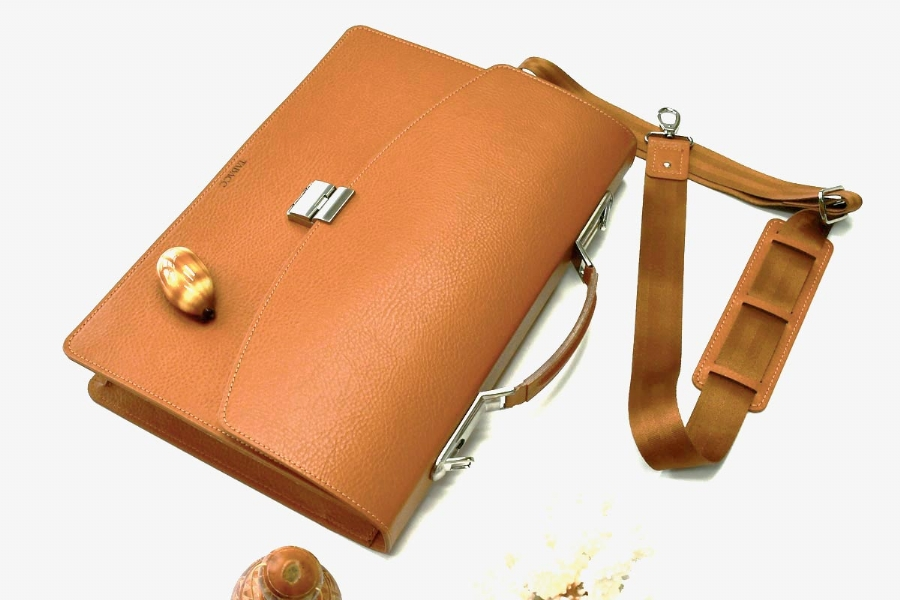 21213 LEATHER BRIEFCASE - CAMEL