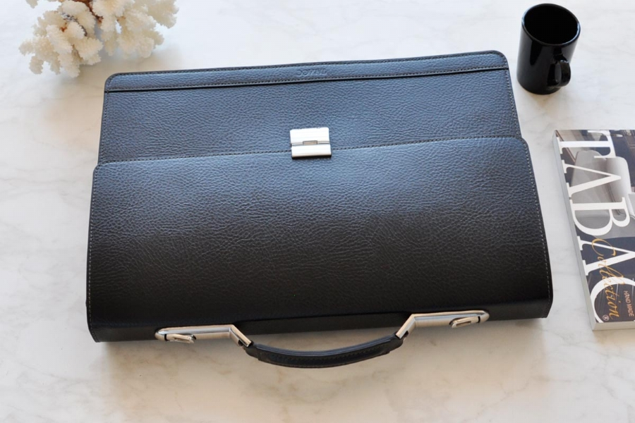 21319 - LEATHER BRIEFCASE