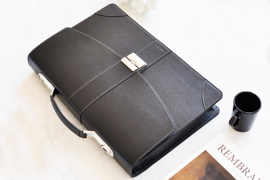 21719 - LEATHER BRIEFCASE