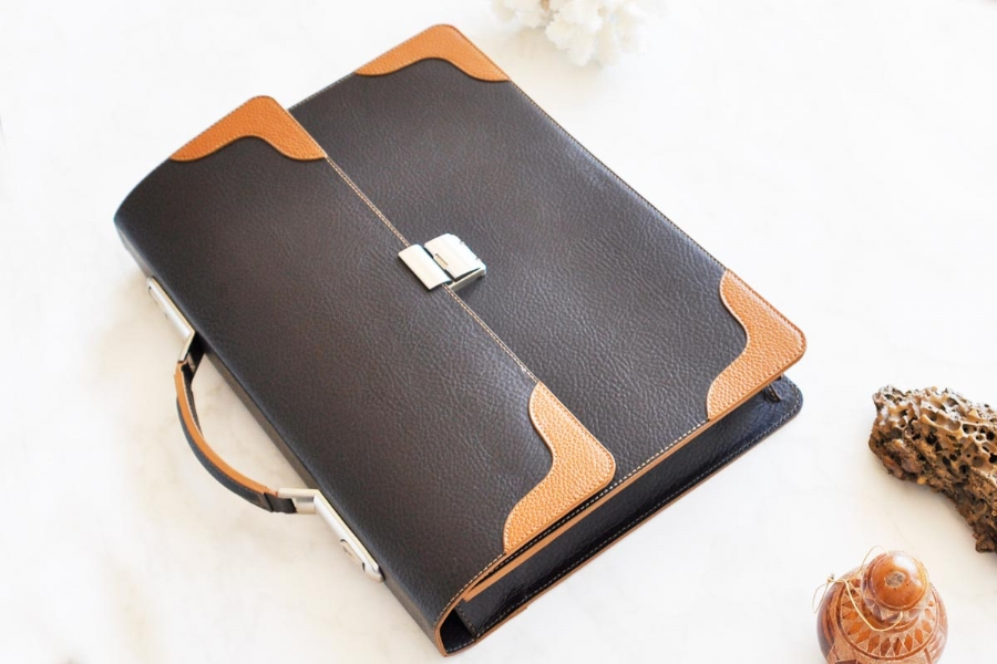 23816 - LEATHER BRIEFCASE