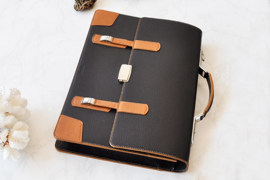 219239232 - LEATHER BRIEFCASE