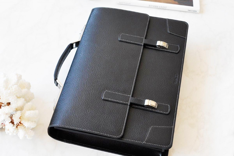 22019 - LEATHER BRIEFCASE