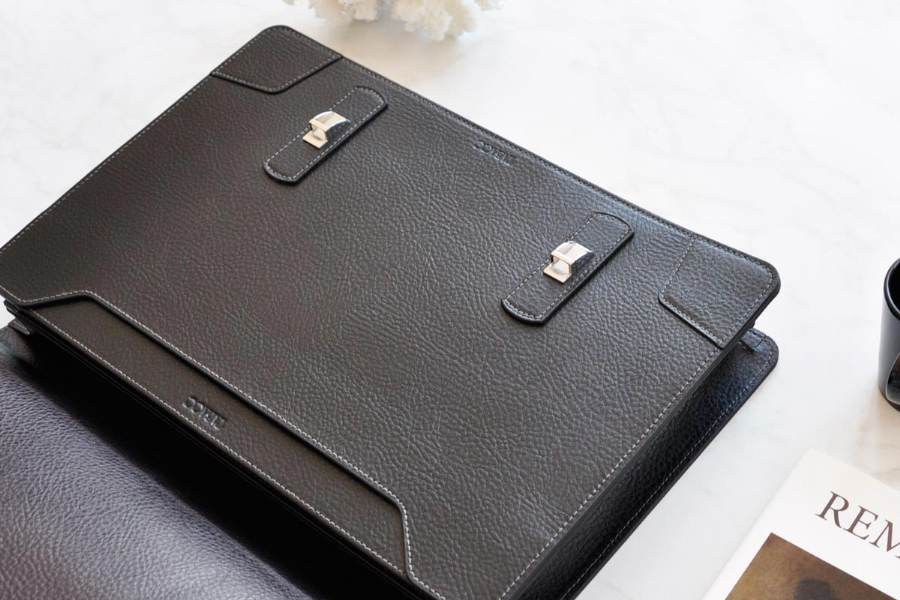 22019 LEATHER BRIEFCASE