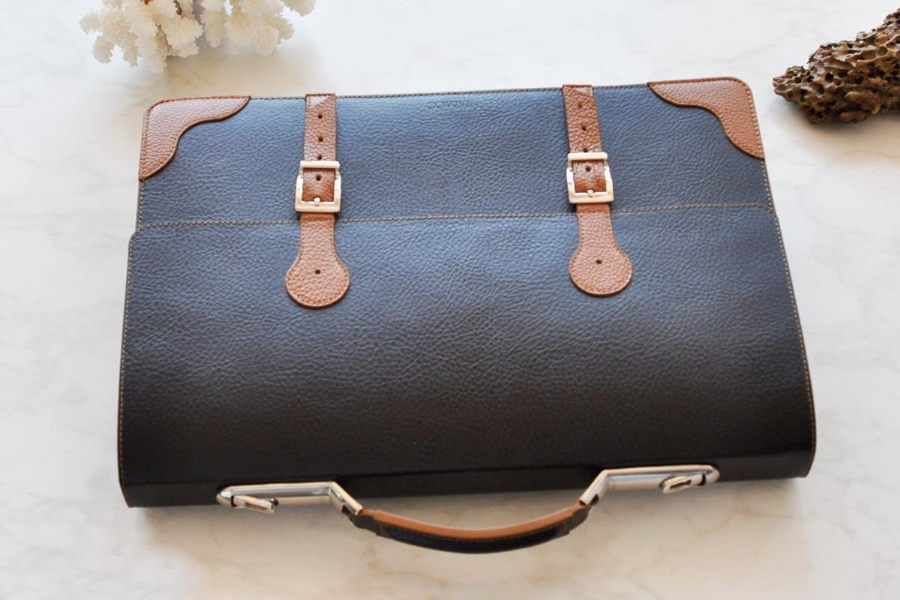 28116 - LEATHER BRIEFCASE