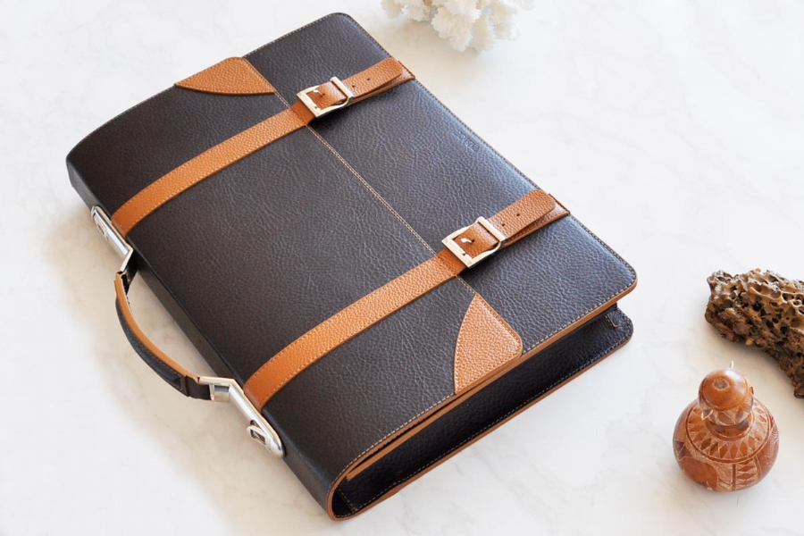 223239232 - LEATHER BRIEFCASE
