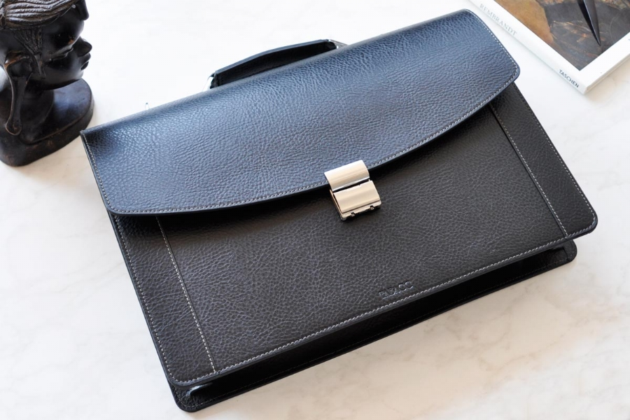 22519 - LEATHER BRIEFCASE