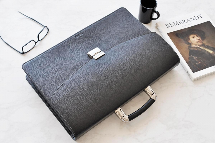 25219 - LEATHER BRIEFCASE - BLACK