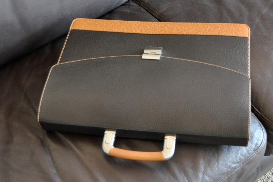 27516 - LEATHER BRIEFCASE
