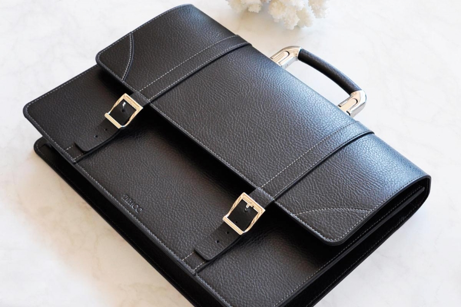26319 - LEATHER BRIEFCASE